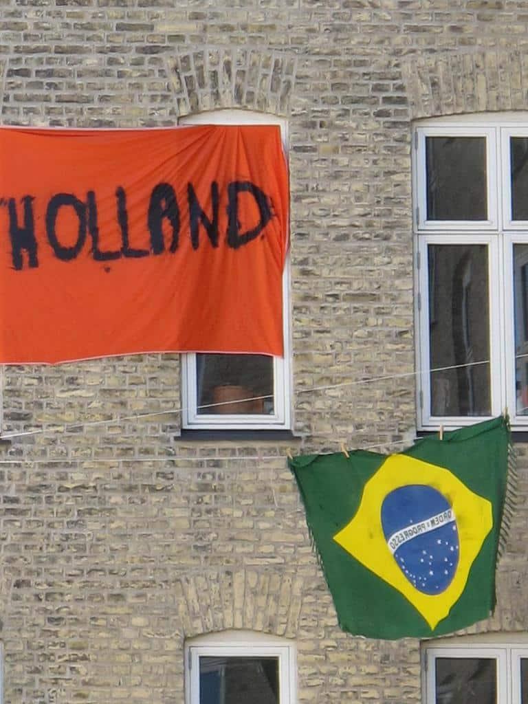 Bandeiras representando Brasil e Holanda, em Amsterdã