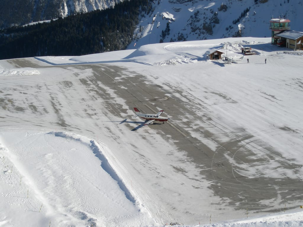 Pista do aeroporto de Courchevel, França