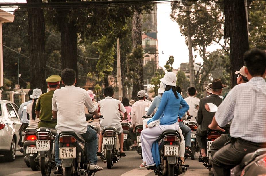 Motociclistas em Ho Chi Minh, Vietnã