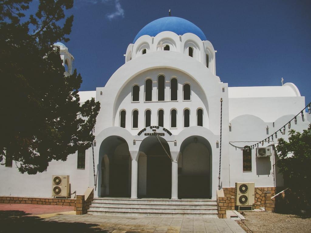 Agioi Anargyri, uma igreja simpática na ilha de Agistri, Grécia