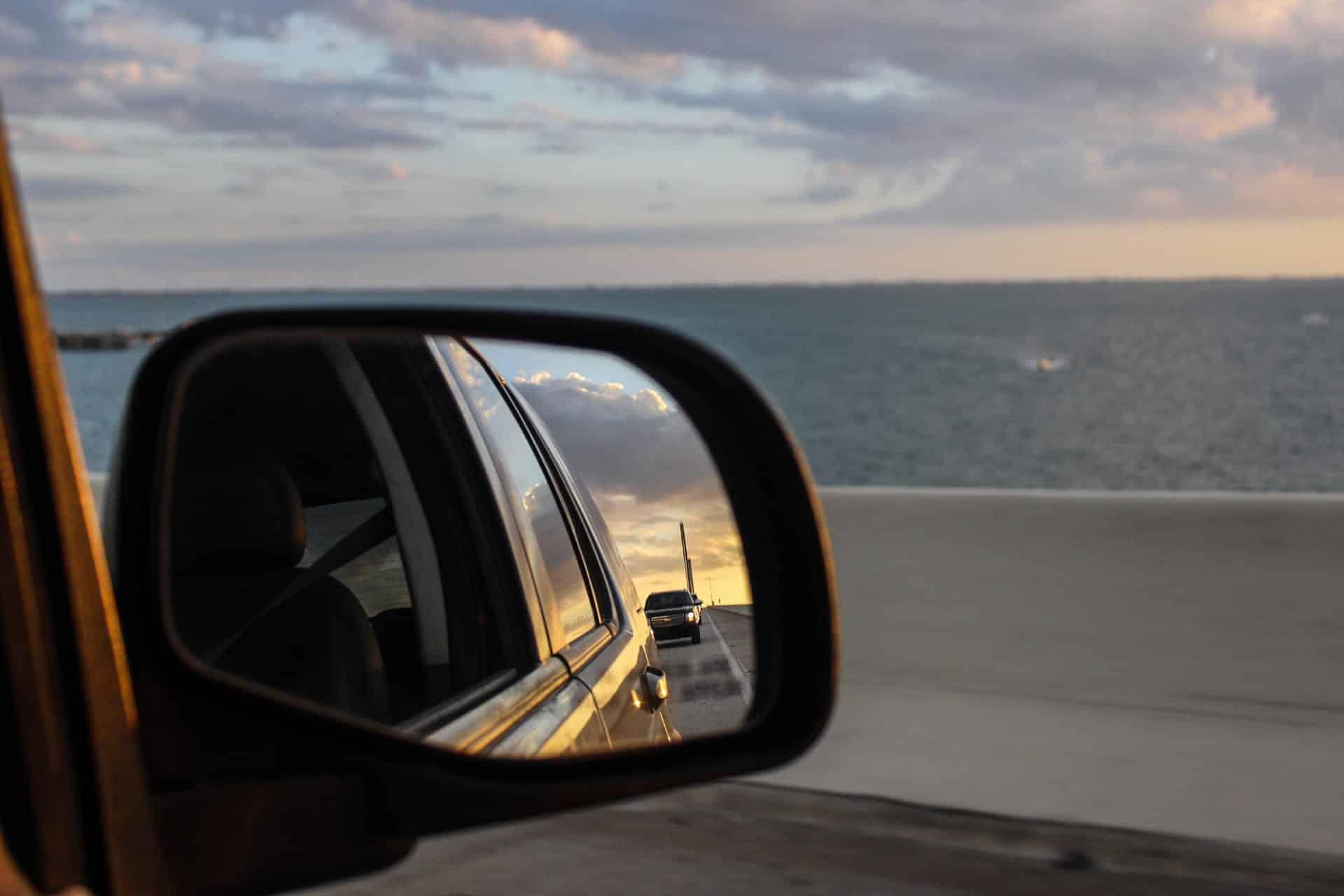 Fim de tarde na Sunshine Skyway Bridge, em St. Petersburg, Flórida