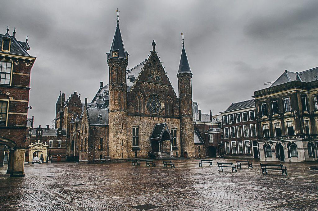 Binnenhof em Haia, na Holanda. Uma cidade encantadora para conhecer em um bate e volta a partir de Amsterdã
