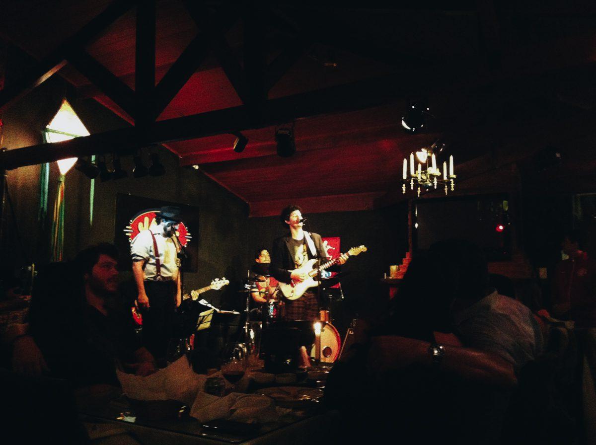 Aproveitar um show no Jazz Village é uma ótima pedida tanto para casais quanto para grupos de amigos que visitam Penedo, no estado do Rio de Janeiro