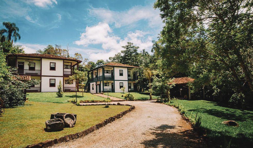 Hospedar-se em um dos casarões coloniais de Santana dos Montes em meio à natureza é uma excelente alternativa para uma viagem romântica em Minas Gerais