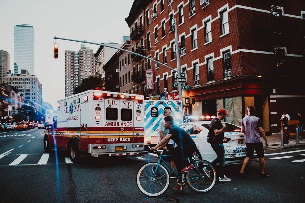 Ambulância nas ruas de Nova York, Estados Unidos