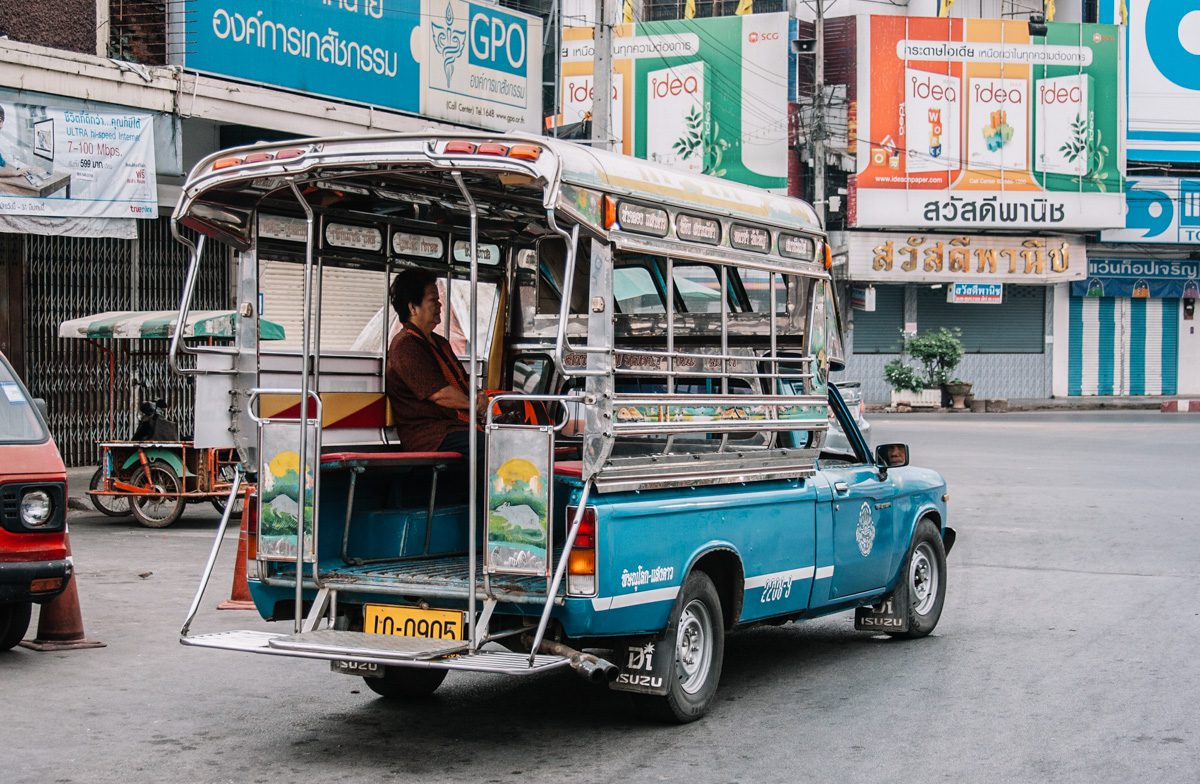 Songthaew, transporte popular na Tailândia