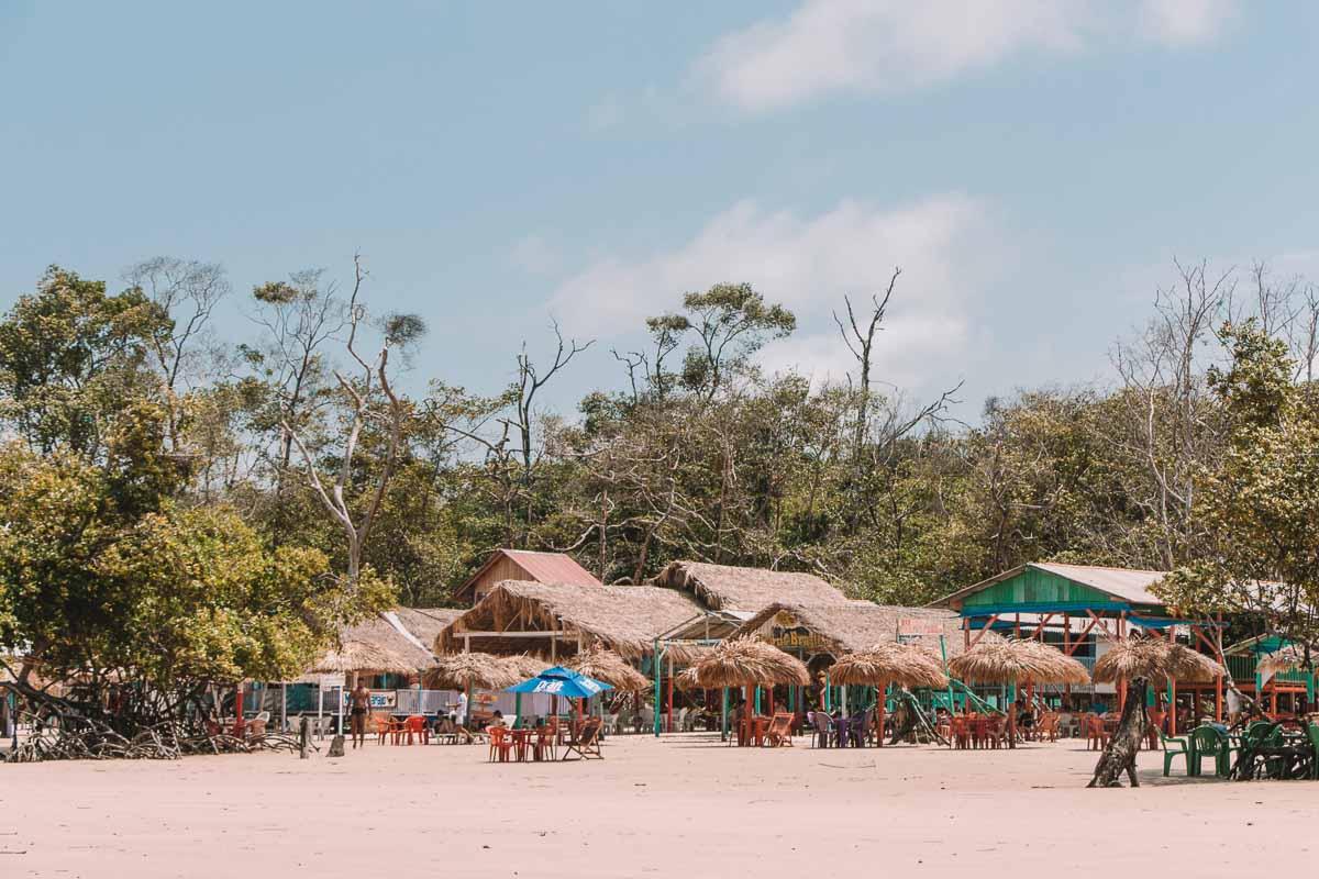 Quiosques da Praia da Barra Velha, Ilha de Marajó, Pará