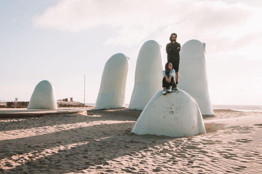 "Monumento ""Los Dedos"" ou ""La Mano"", em Playa Brava, Punta del Este"