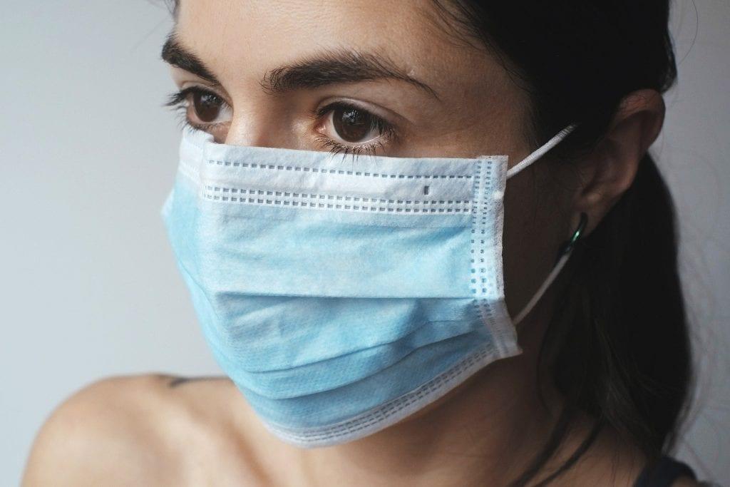 Máscara de proteção utilizada como possível mecanismo de prevenção de contaminação