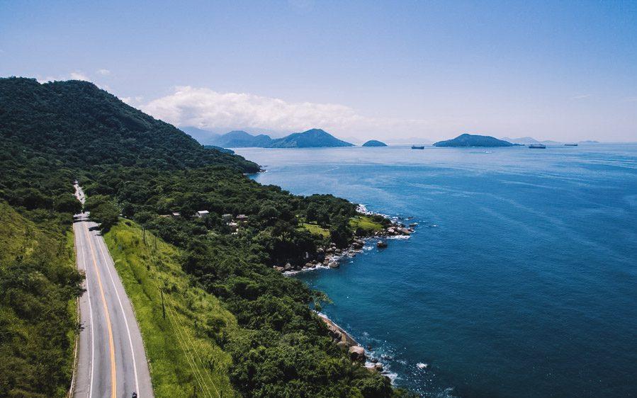 Hospedando-se ao longo da Estrada do Contorno você terá acesso fácil às praias mais bonitas de Angra dos Reis