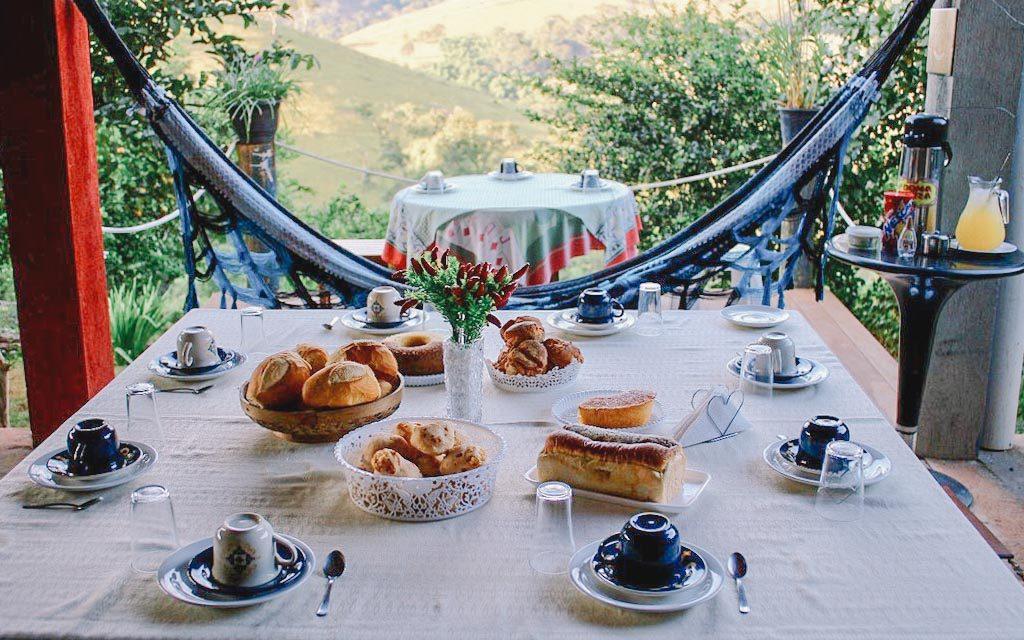 O Hostel Paraíso tem vista para as montanhas e é recomendável para quem procura onde ficar em Capitólio gastando pouco